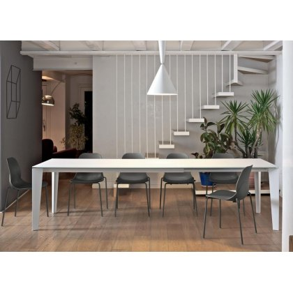 Cruz Ceramic extending dining table
