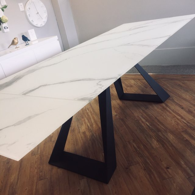 Contemporary glass extendable dining table