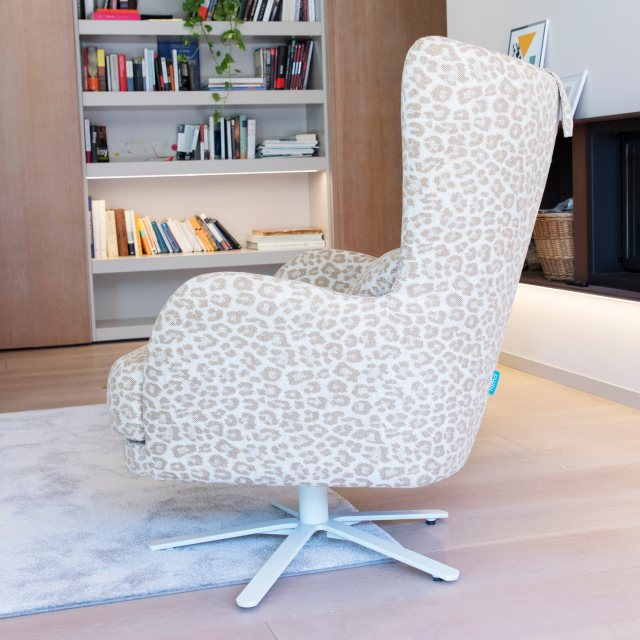 Fama Kylian swivel comfy chair