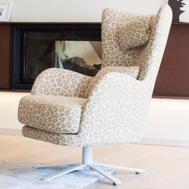 Fama Kylian Leather swivel chair