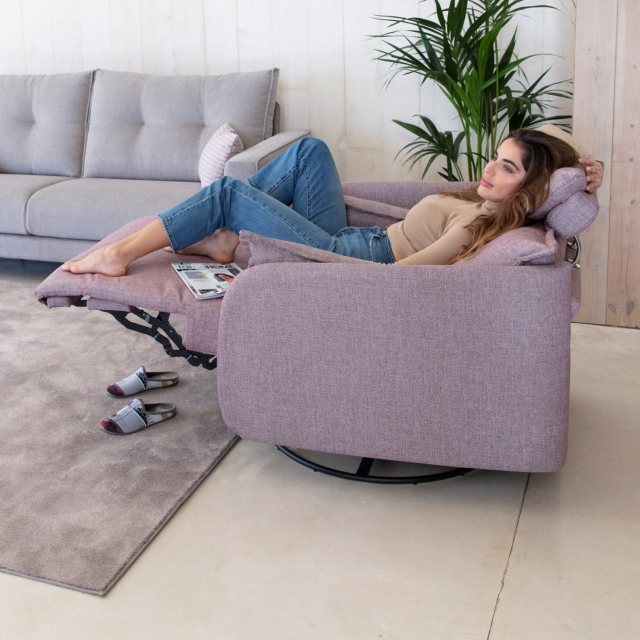 Fama Fama Eva Fabric Power Recliner